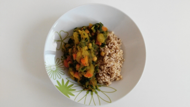 Potato, chickpeas and spinach curry